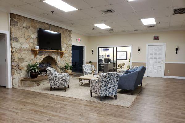 lounge6D35EA7F-BA41-43E2-D2E8-DDECF3504220.jpg